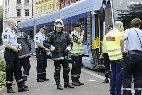 Ein person vart drepen, og seks personar vart skadde då ein mann gjekk amok med ein kniv på trikken. (Foto: Håkon Mosvold Larsen, Scanpix)