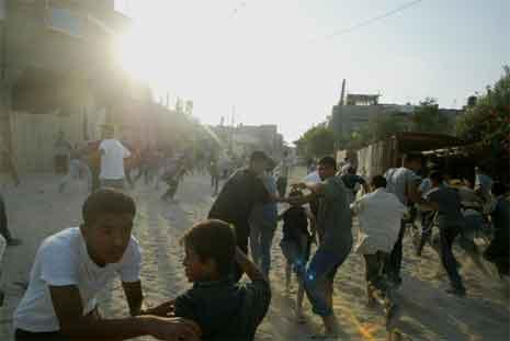 Mange menneske vart skadde under kamphandlingane på Gazastripa i dag. (Foto: AFP/Scanpix)