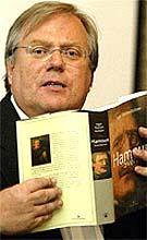 Ingar Sletten Kolloen har fått veldig bra kritikk for sine to bøker om Hamsun.