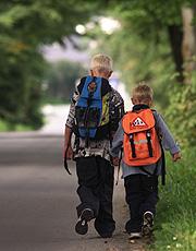 37 skolebarn krysser hver dag den usikre overgangen.