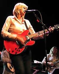 Anne Grete Preus gjorde stor lykke sammen med Norsk Universalorkester under åpninga av Varangerfestivalen