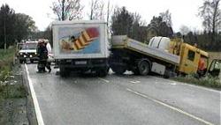 Veisjef Olav Sætre frykter flere dødsulykker, som her på riksvei 22 i oktober 2000