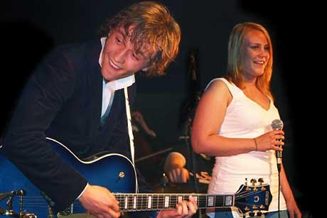 Tone Kristoffersen gjorde stor lykke i duett med Sondre Lerche under årets Varangerfestival. Foto: Martin Mortensen, NRK