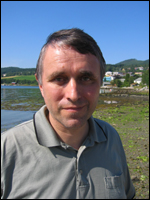 Kommunelege Bjarne Storset glad han no kan friskmelde Koksvikstranda. Foto: Gunnar Sandvik