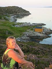 Eva Peggy Stensønes fikk ei øy i gave. Foto: Ann Jones, NRK