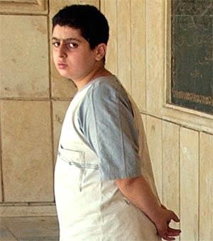 Omar er bare en av mange som har mistet sine kjære i krigskaoset (foto: AP/Scanpix)