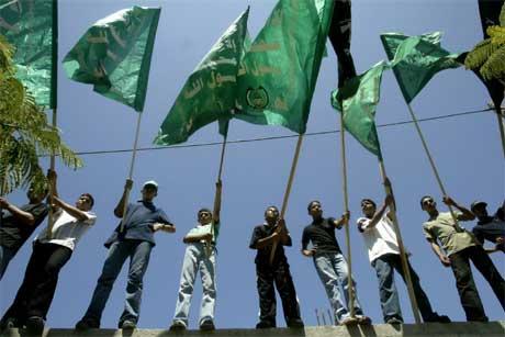 Også militante grupper støtter de streikende og truer med bortføringer om kravene ikke innfris (Scanpix/Reuters)