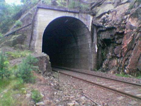 Mørkt hull: I denne tunnelen på Sørlandsbanen ble toget stående. Foto: Odd Rømteland