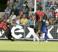 Norges forsvar rotet slik at Buffel enkelt kunne gjøre 2-1. (Foto: Tor Richardsen / SCANPIX)