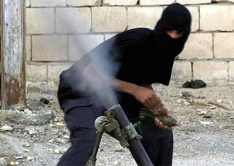 Opprører lojal mot Moqtada al-Sadr i Najaf (foto: AP/Scanpix).