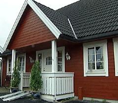 Huset til ekteparet Kristiansen i Elverum har sunket 20 centimeter siden de bygde det. Nå går de til sak mot Block Watne.