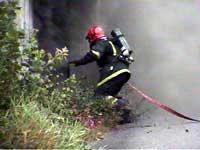 Brannvesenet opplever at politiet kommer sent på plass (arkivfoto: Odd Rømteland/NRK Sørlandet)