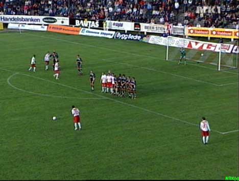 Vebjørn Hagen fikk drømmetreff på frisparket, og satte ballen i mål rett i krysset.