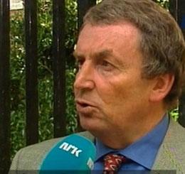 Tony Russell oppfordrer norske myndigheter om å utlove en dusør for å få informasjon om de stjålne maleriene. (NRK-foto)