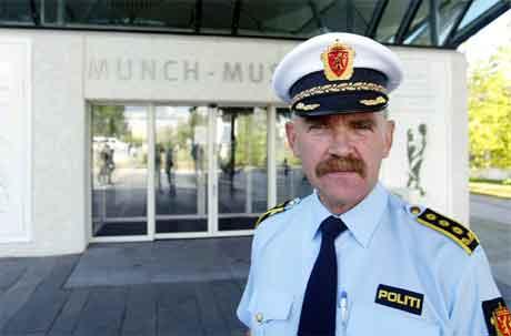 Politiinspektør Iver Stensrud opnar for at det kan utlovast dusør for å få tilbake dei stolne Munch-måleria. (Scanpix-foto)