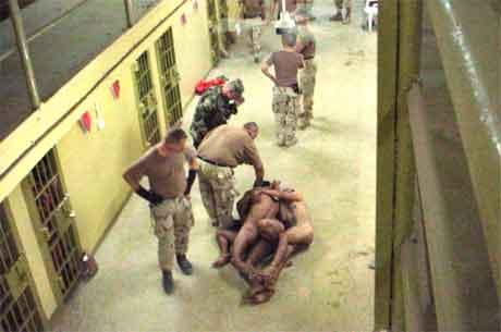 FANGESKANDALEN: Det er avdekket straffbare forhold i Abu Ghraib (Foto: Scanpix).