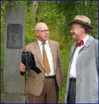 Hans Blix og Knut Ødegård ved Kongebjørka (Foto:Gunnar Sandvik, NRK)