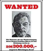 2500 slike plakater ble klistret opp i Berlin for å få tilbake et stjålet Lucian Freud-bilde for tre år siden. Dusør: 1,2 mill. Bildet er ikke dukket opp.