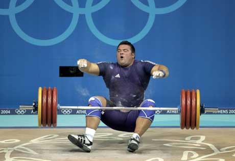 Stian Grimset sleit den sterkaste sena i foten då han prøvde seg på 205 kilo. (Foto: Scanpix)