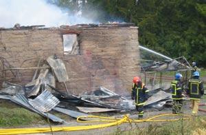 Politiet fikk melding om brannen litt over klokka 10. (Foto: Ola Bjørlo Strande/NRK)