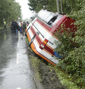 Mye tyder på at bussen kjørte for fort. (Foto: Terje Bendiksby/Scanpix)