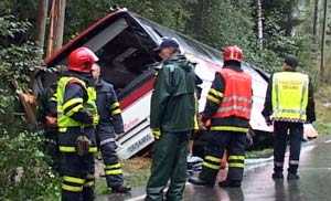 Ei kvinne omkom i bussulykka i Søndre Land mandag.