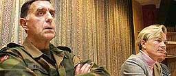 Forsvarssjefen (t.v.) og forsvarsministeren har måttet forklare problemer før. (Arkivfoto)