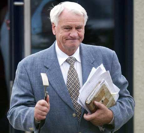 Sir Bobby Robson tok med seg golf-putteren og drog fra Newcastle. (Foto: Scanpix)