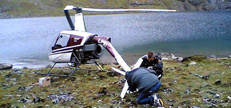 Helikopteret ber preg av eit hardt møte med vatnet. (Foto: Alf-Jørgen Tyssing)