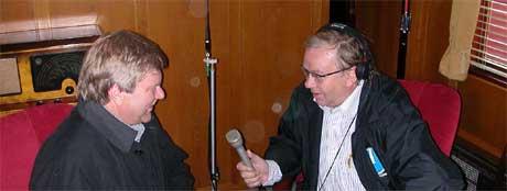 Informasjonsdirektør i Jernbaneverket Jan Erik Kregnes blir intervjuet av Rune Alstedt. Foto: Marius Alstedt