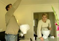 Caroline og Einar hadde ikke regnet med de ekstra utgiftene da de kjøpte leiligheten. Foto: NRK, FBI.