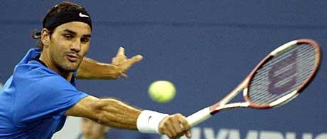 Roger Federer måtte strekke seg litt lengere. (Foto: Scanpix)