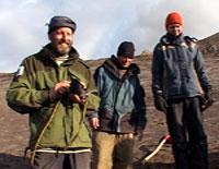 Magne Høgberget (t.v.) fant fiskeøgle-hodet. Foto: NRK