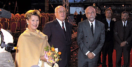 - En flott markering av 150 år med jernbane i Norge, sa dronning Sonja etter å ha vært med på jernbanens 150-års bursdag på Eidsvoll onsdag. (Foto: Jon-Annar Fordal)