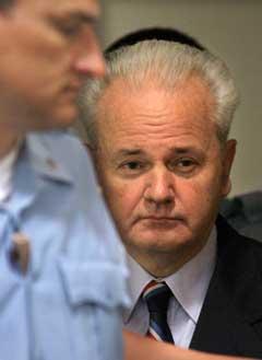 Jugoslavias tidligere president Slobodan Milosevic får forsvarer(foto:Scanpix)