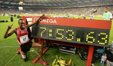 Saif Saaeed Shaheen jubler over sin nye verdensrekord. (Foto: Reuters/Scanpix)