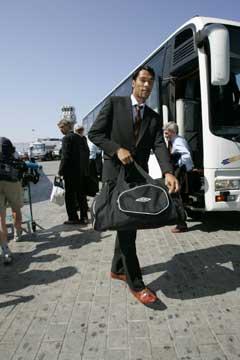 John Carew på vei til flyplassen i Palermo. (Foto: Erlend Aas / SCANPIX)