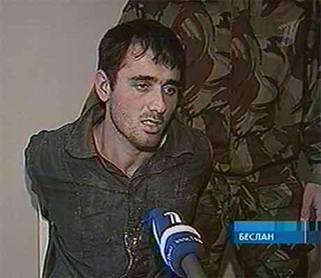 Denne mannen vart vist fram på russisk fjernsyn i går. Han skal ha tilstått å ha delteke i planlegginga av gisselaksjonen i Beslan. (Foto: AP/Scanpix)