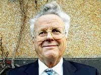 Martin Schøyen har levert tilbake buddhistiske skrifter til Pakistan. Foto: NRK
