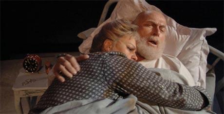 Ellen Horn og Ola B. Johannessen spiller i Jeg kunne gråte blod skrevet av Ingar Sletten Kolloen. (Foto: Per Maning)