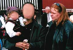 Marita Strøm sammen med den drapssiktede ektemannen og deres datter (Foto: Privat)
