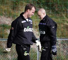 Keeperene Thomas Myhre og Espen Johnsen visste ikke hvem som skal spille da de trente tirsdag. (Foto: Tor Richardsen / SCANPIX)