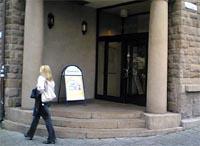 Berre denne døra er open utanom vanleg opningstid. (Foto: Alf-Jørgen Tyssing)