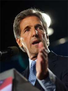 George W. Bush har flere ganger beskyldt John Kerry (bildet) for å snu i politiske saker. (Foto: Scanpix)