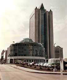 MEKTIG: Dette er det russiske gigantselskapet Gazproms bygning i Moskva.