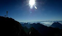 Et glimt utover det fantastiske landskapet sett fra toppen av Zugspitze.