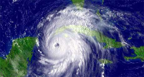 Kl. 15.15 norsk tid måndag låg ein del av orkanen «Ivan» over Cuba, og var på veg mot nokre av dei meksikanske øyane. (Foto: Scanpix/Reuters/NOAA)
