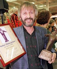 Erik Hillestad fikk i 1996 Petter Dass-prisen. Han fikk den for sin kulturformidling i skjæringspunktet mellom kirke og samfunn. NTB-foto: Aleksander Nordahl.