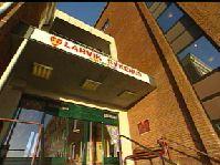 Larvik sykehus (bildet) hadde landets høyeste dødelighet ved hjerneslag i 2001. Etter den tid har pasientene blitt sendt til Tønsberg. Arkivfoto, NRK.