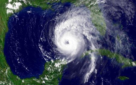 """Satellittbilde av """"Ivan"""" over Mexicogolfen i natt."""
